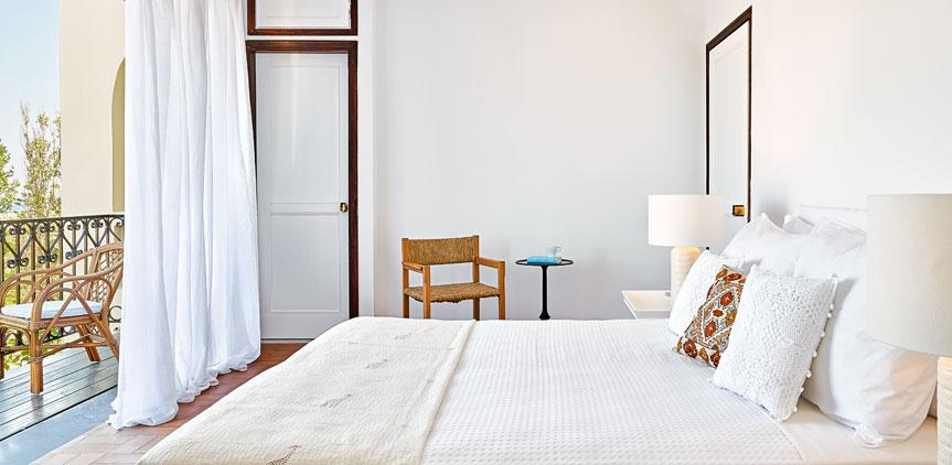 02-deluxe-guestroom-villa-oliva-crete