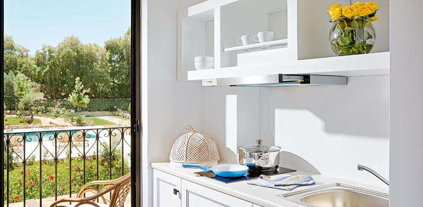 03-deluxe-guestroom-private-bathroom-crete-rethymno