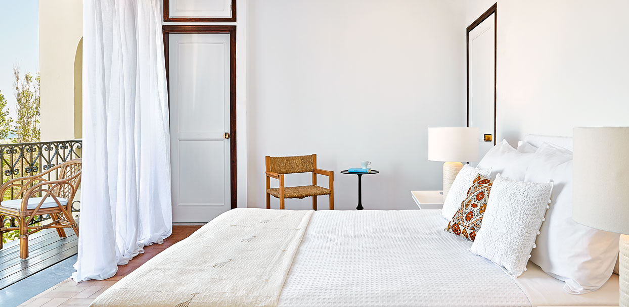 02-deluxe-guestroom-pool-and-garden-view-rethymno